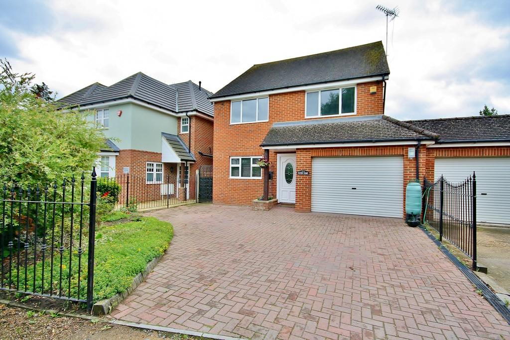 4 Bedrooms Detached House for sale in Old Woking, Surrey