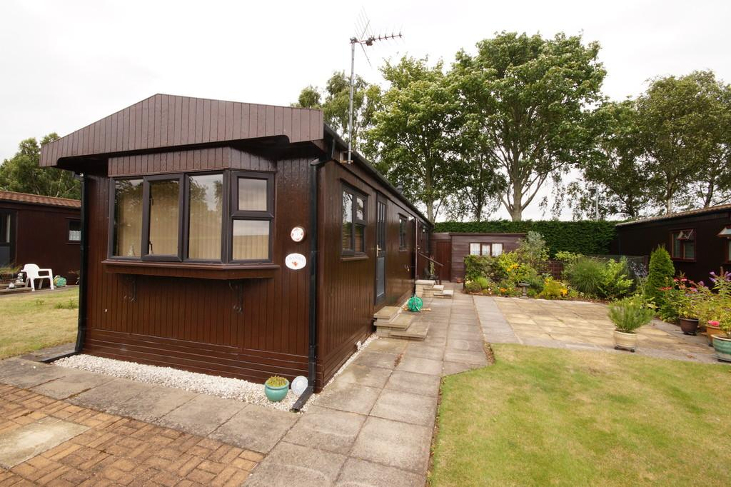 2 Bedrooms Park Home Mobile Home for sale in Maple Avenue, The Elms, Torksey, Lincoln