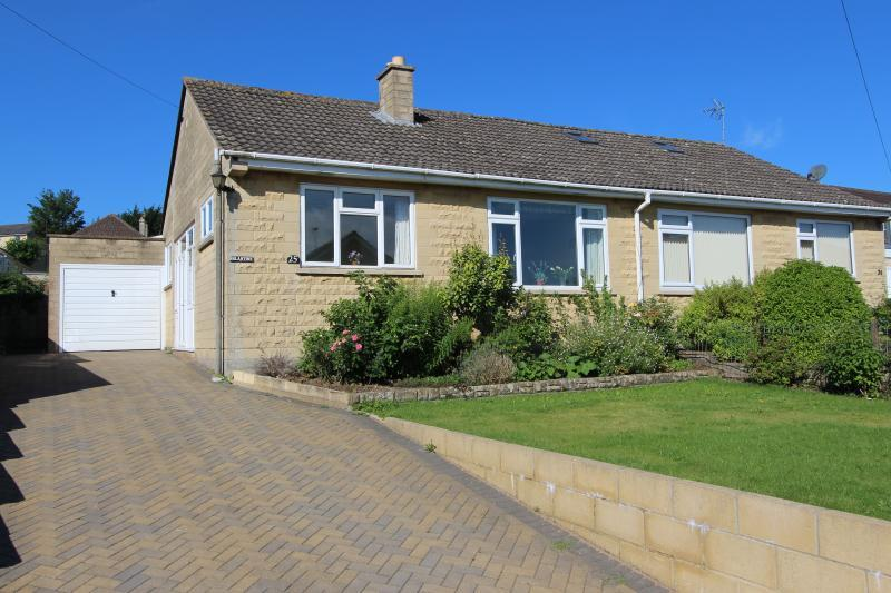2 Bedrooms Semi Detached Bungalow for sale in Lytton Gardens