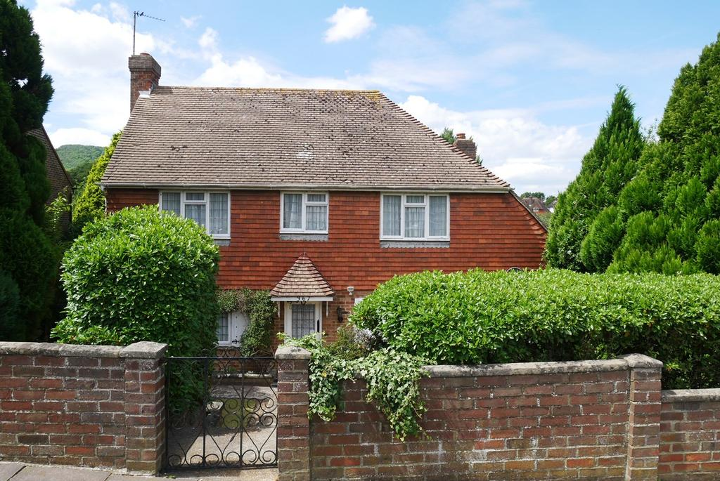 3 Bedrooms Detached House for sale in Victoria Drive, Eastbourne, BN20