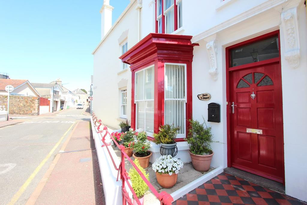 2 Bedrooms Town House for sale in Brighton Rd, St Helier, Jersey, JE2