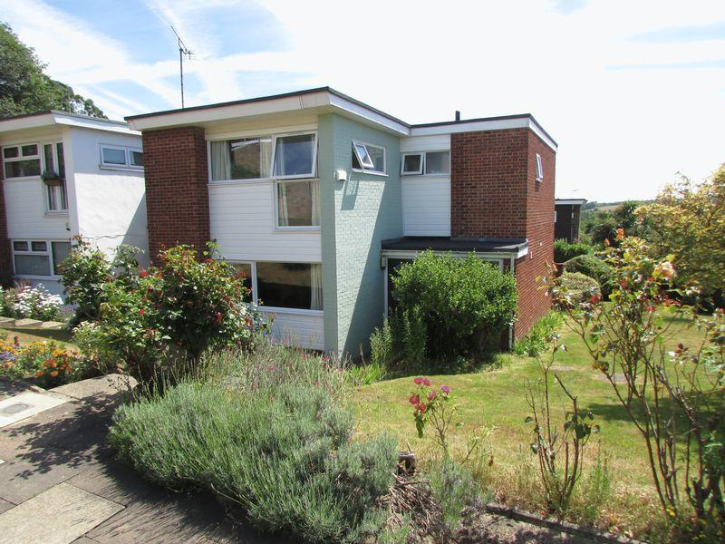 3 Bedrooms Semi Detached House for sale in The North Glade, Bexley