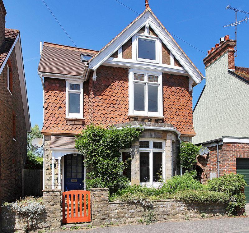 4 Bedrooms Detached House for sale in Rushams Road, Horsham