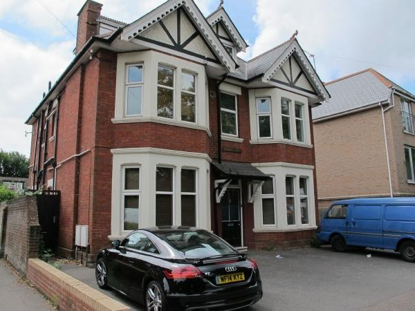 1 Bedroom Flat for sale in Richmond Park Road, Charminster
