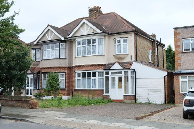 3 Bedrooms Semi Detached House for sale in The Drive, Bexley