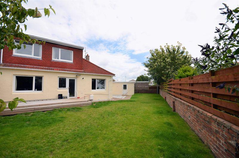 4 Bedrooms Semi Detached Bungalow for sale in 14 Weston Place, Prestwick KA9 2ED
