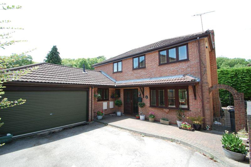 4 Bedrooms Detached House for sale in Lovage Way, Horndean, Waterlooville