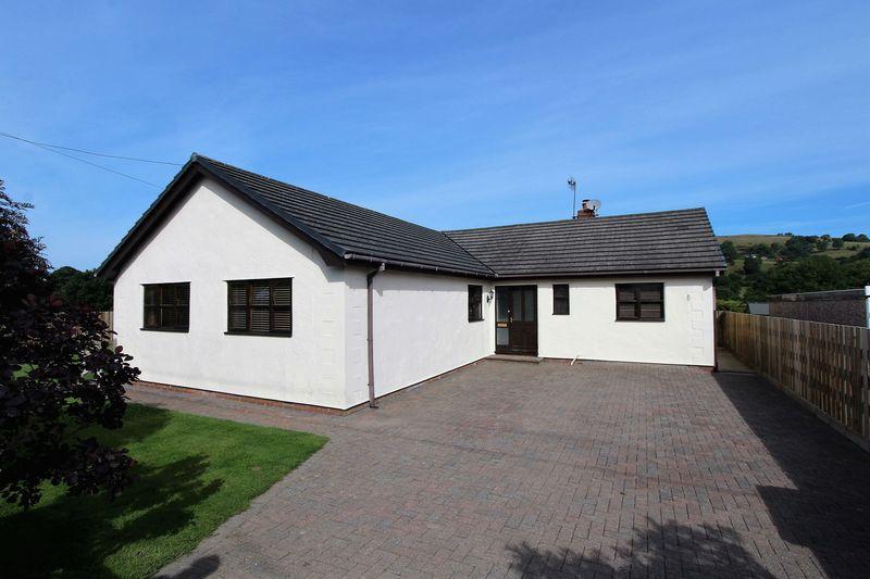 3 Bedrooms Detached Bungalow for sale in Bryneglwys, Corwen