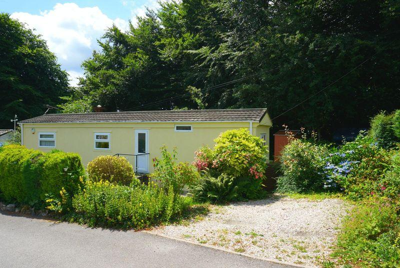 2 Bedrooms Detached Bungalow for sale in Honicombe Park, Callington