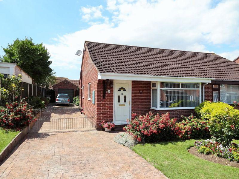 2 Bedrooms Semi Detached Bungalow for sale in Meadway, Woolavington
