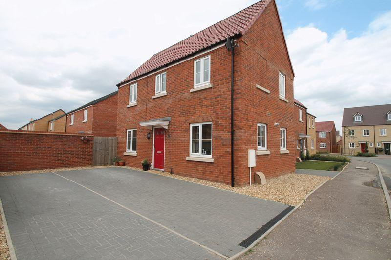 3 Bedrooms Link Detached House for sale in Derwent Way, Spalding