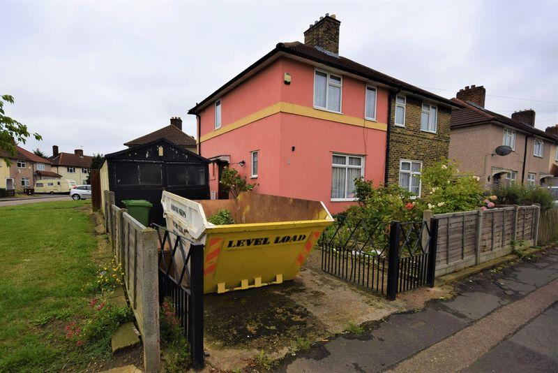 2 Bedrooms Semi Detached House for sale in Aylmer Road, Dagenham