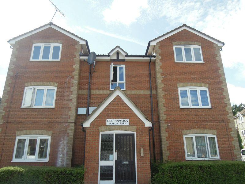 2 Bedrooms Apartment Flat for sale in Maplin Park, Langley