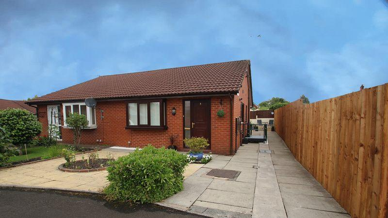 2 Bedrooms Semi Detached Bungalow for sale in Kathan Close, Rochdale OL16 5BZ
