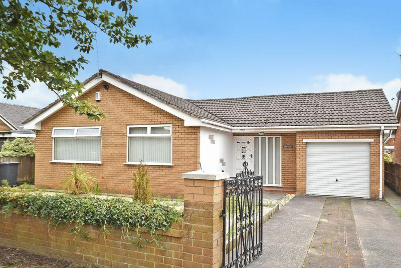 3 Bedrooms Detached Bungalow for sale in Churchfields, Widnes