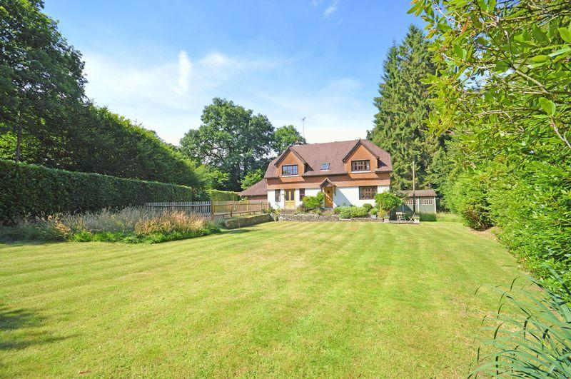 5 Bedrooms Detached House for sale in Sandy Lane, Haslemere