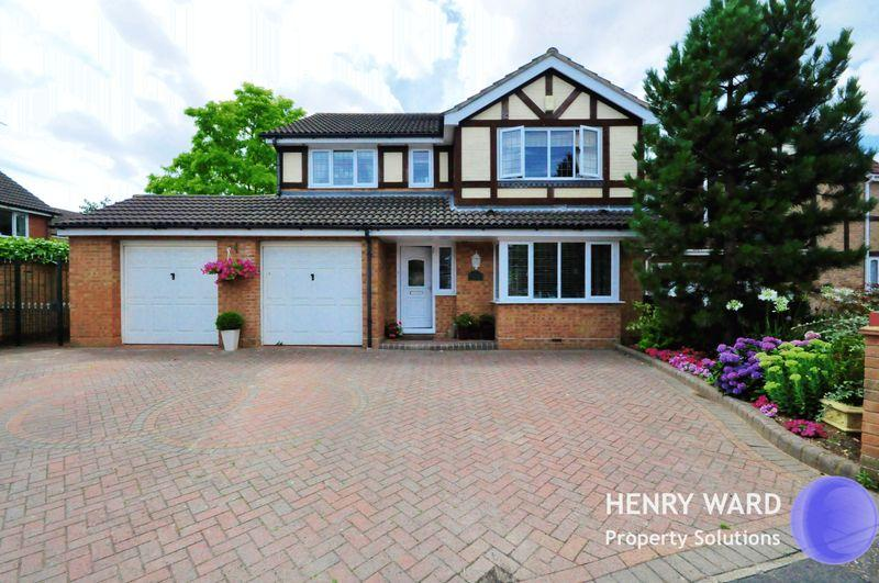 4 Bedrooms Detached House for sale in Merlin Close, Waltham Abbey
