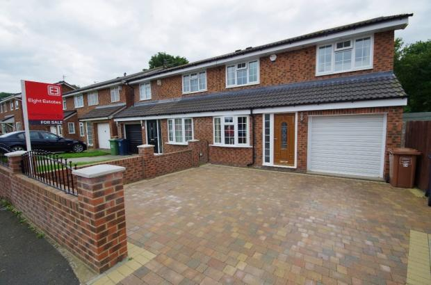 3 Bedrooms Semi Detached House for sale in Helmesley Court, Witherwack, SR5