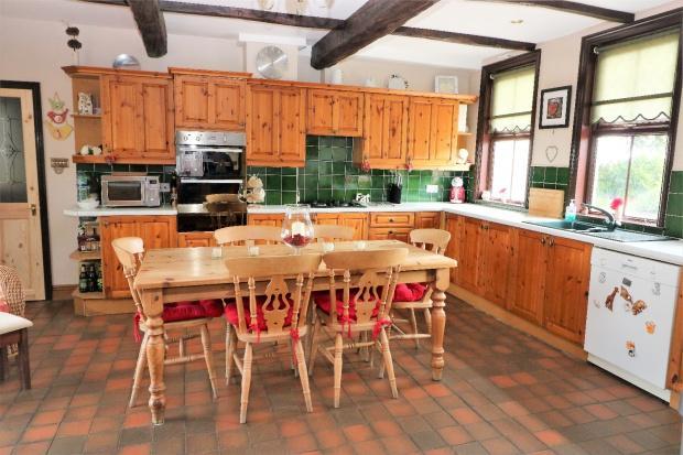 5 Bedrooms Detached House for sale in Kirby Kennels Kattery Main Road, Kirby Bellars, Kirby Bellars, LE14