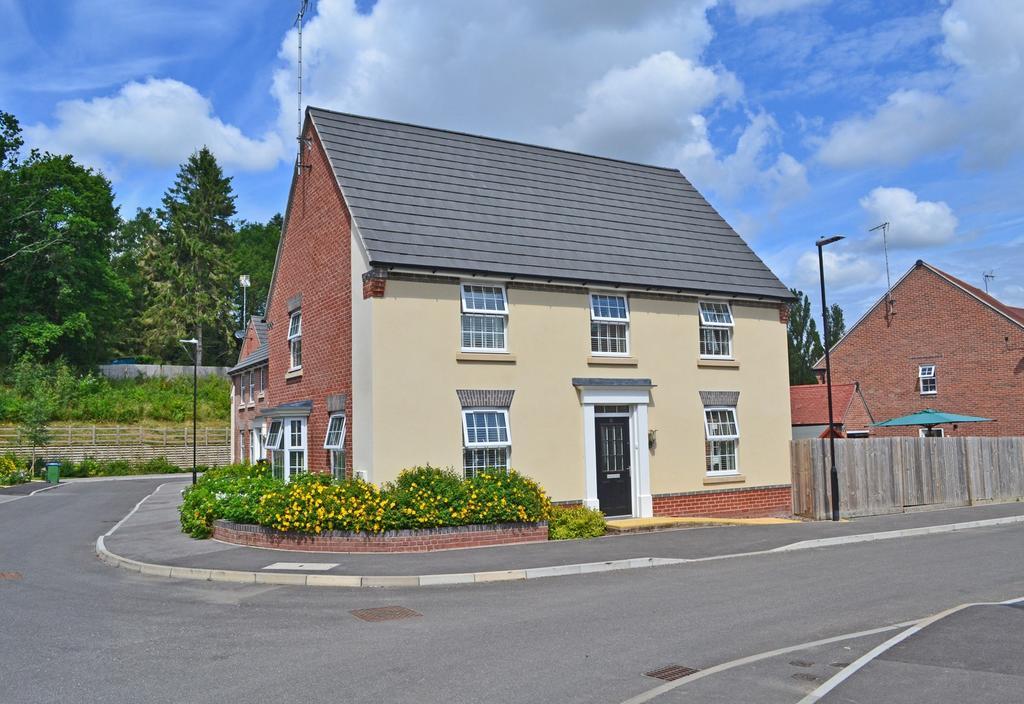 4 Bedrooms Detached House for sale in Storrington, West Sussex RH20