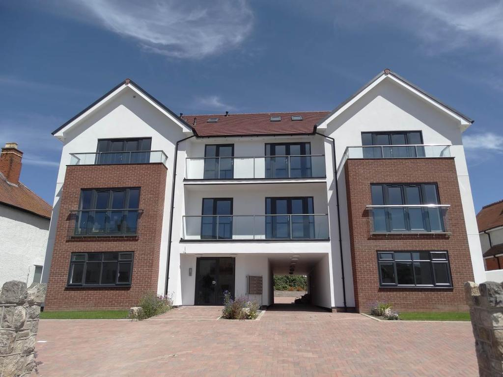 2 Bedrooms Penthouse Flat for sale in Penthouse Sunnydowns Apartments Abbey Road, Rhos on Sea, LL28 4NU