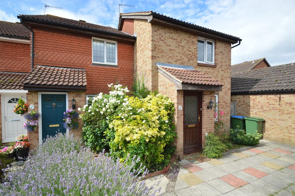 3 Bedrooms End Of Terrace House for sale in Telford Drive, WALTON ON THAMES KT12