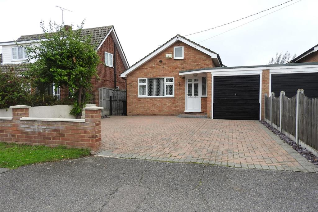 2 Bedrooms Detached Bungalow for sale in Wembley Avenue, Mayland