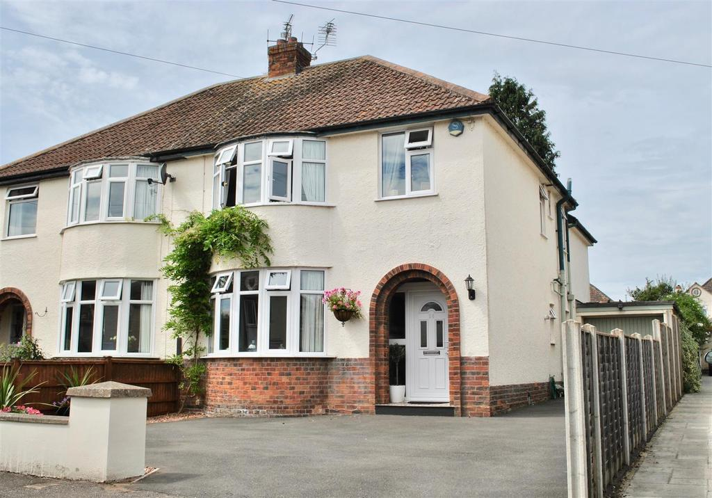 4 Bedrooms Semi Detached House for sale in Fullands Avenue, Taunton