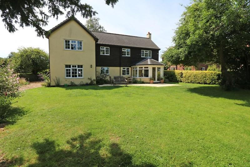 4 Bedrooms Detached House for sale in The Street, Ashwellthorpe, Norwich