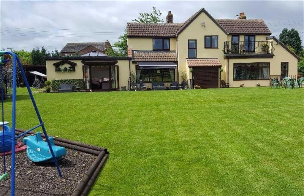 4 Bedrooms Detached House for sale in Old Trough Lane, Sandholme