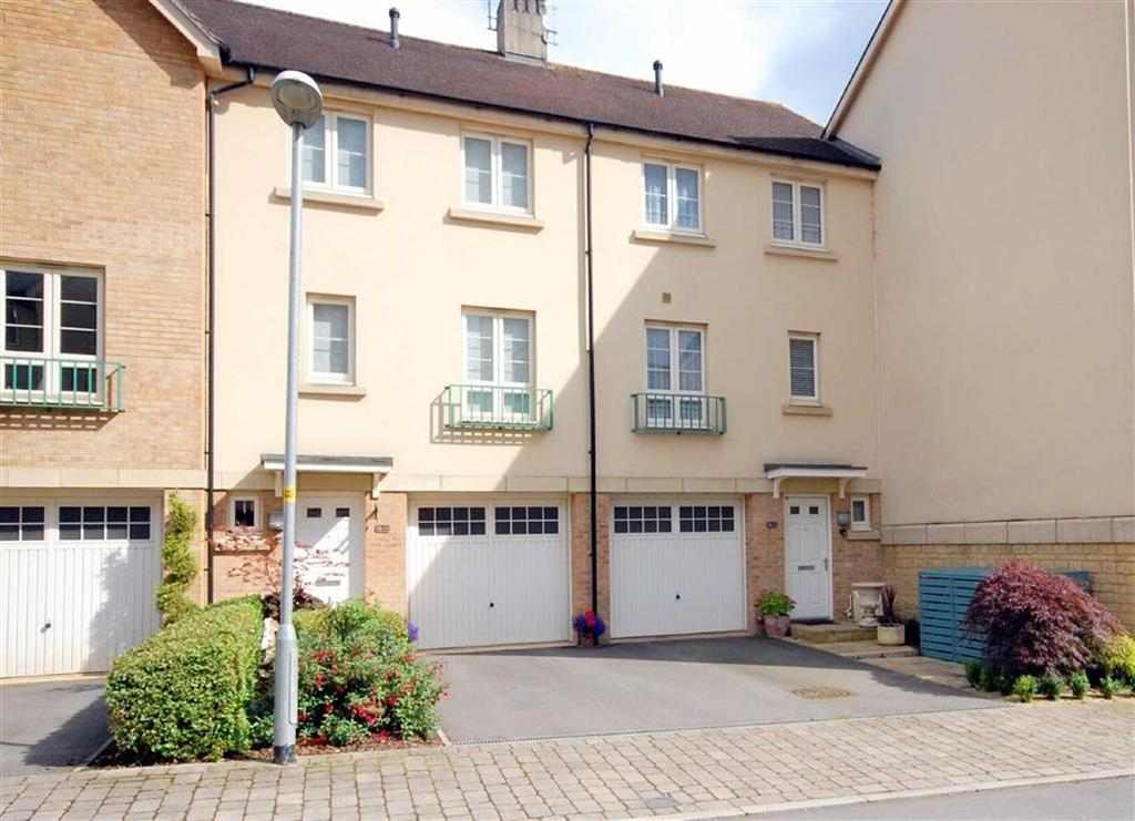 3 Bedrooms Semi Detached House for sale in 136, Sir Bernard Lovell Road, Malmesbury