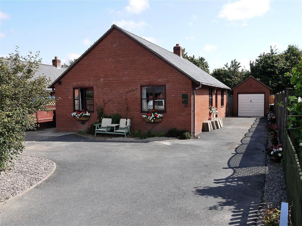 3 Bedrooms Detached Bungalow for sale in Elizabeth Road, Kington, Herefordshire