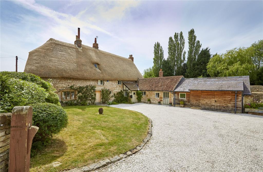 4 Bedrooms Detached House for sale in Church Hill, Combrook, Warwick, CV35