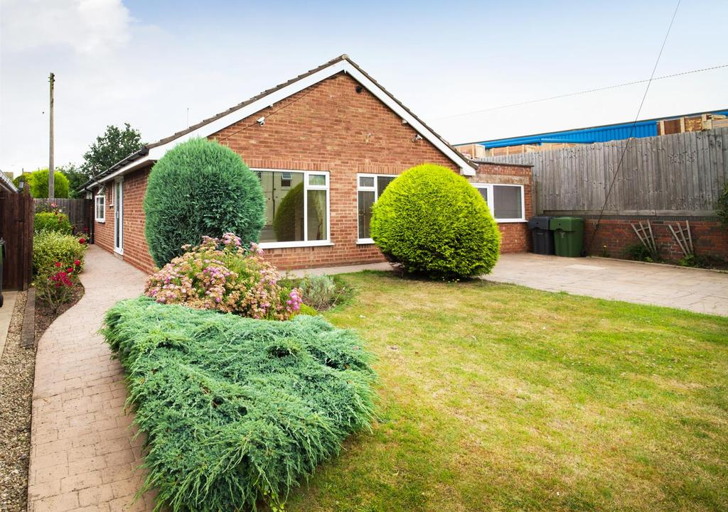 3 Bedrooms Detached Bungalow for sale in Redditch Road, Stoke Heath, Bromsgrove