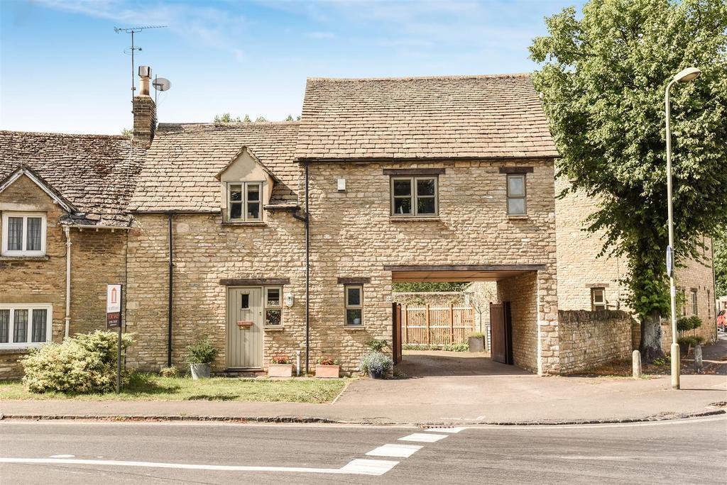 2 Bedrooms Semi Detached House for sale in Carterton Road, Brize Norton