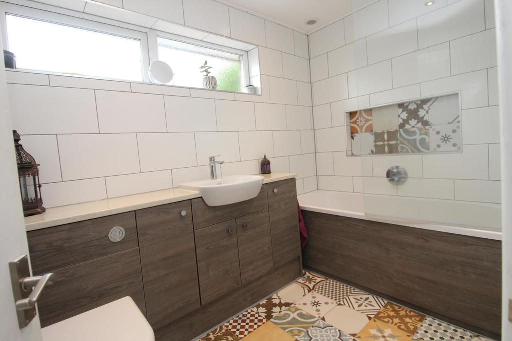 3 Bedrooms Semi Detached House for sale in Eden Close, Witham, Essex, CM8