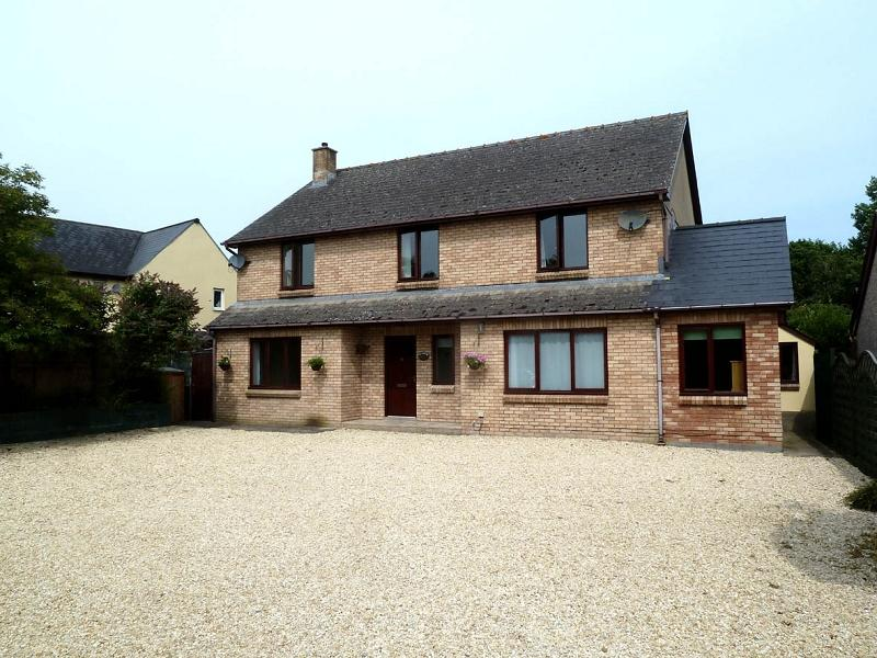6 Bedrooms Detached House for sale in Newton Green, Brecon, Powys.