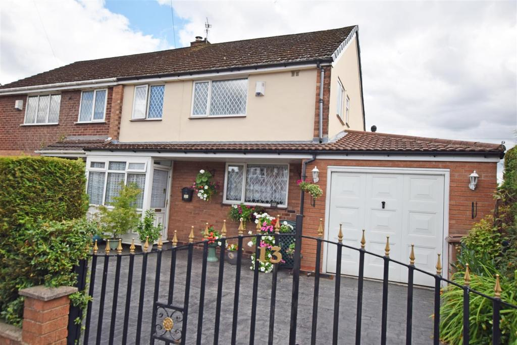 3 Bedrooms Semi Detached House for sale in Pebworth Close, Alkrington, Middleton