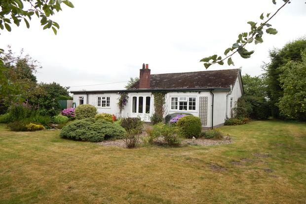 4 Bedrooms Bungalow for sale in Vicarage Lane, North Muskham, Newark, NG23