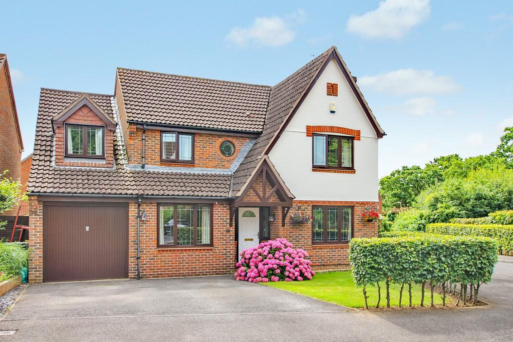 5 Bedrooms Detached House for sale in Denmead, Waterlooville