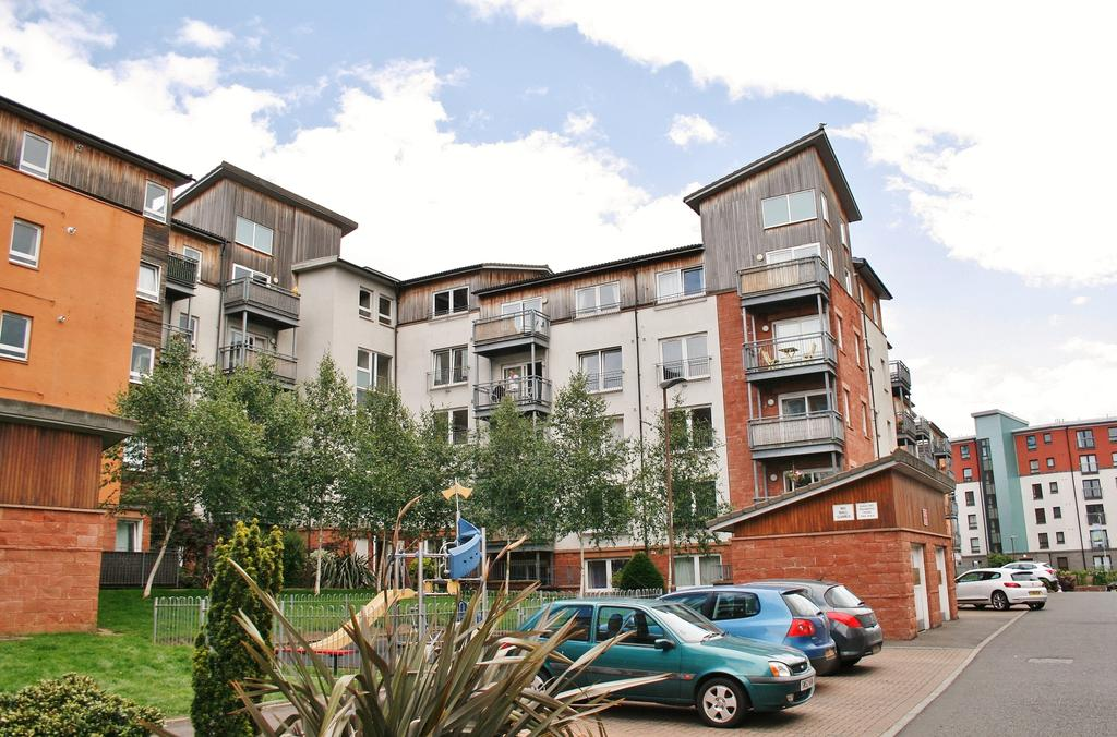 2 Bedrooms Flat for sale in 11/7 Albion Gardens, Easter Road, Edinburgh EH7 5NS
