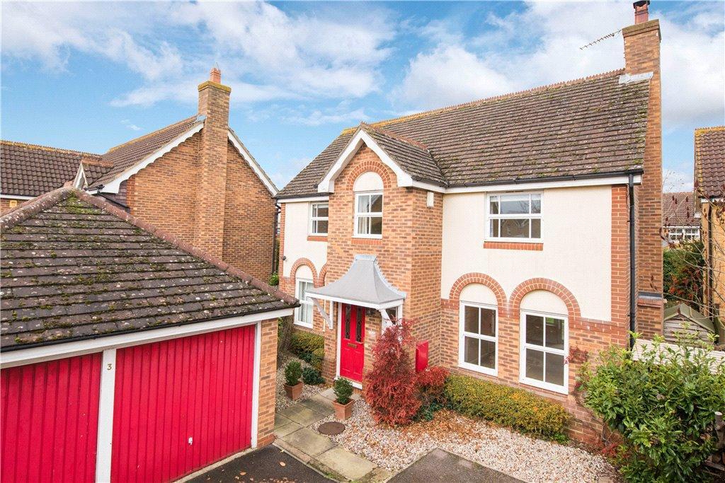4 Bedrooms Detached House for sale in Swan Close, Watermead, Aylesbury, Buckinghamshire