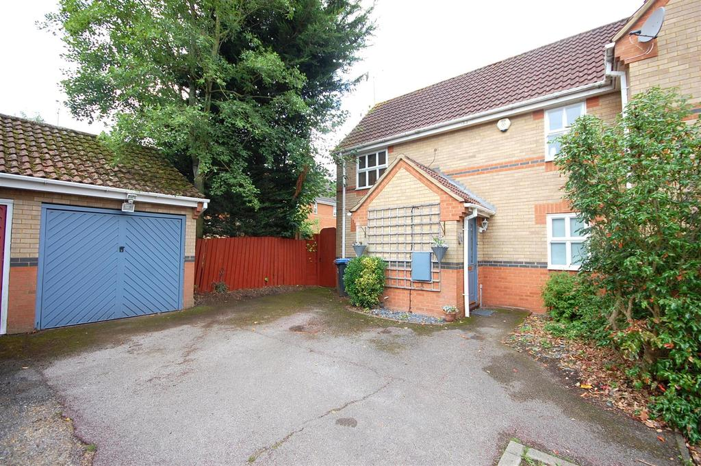 3 Bedrooms Semi Detached House for sale in Kingsmill Court, Hatfield