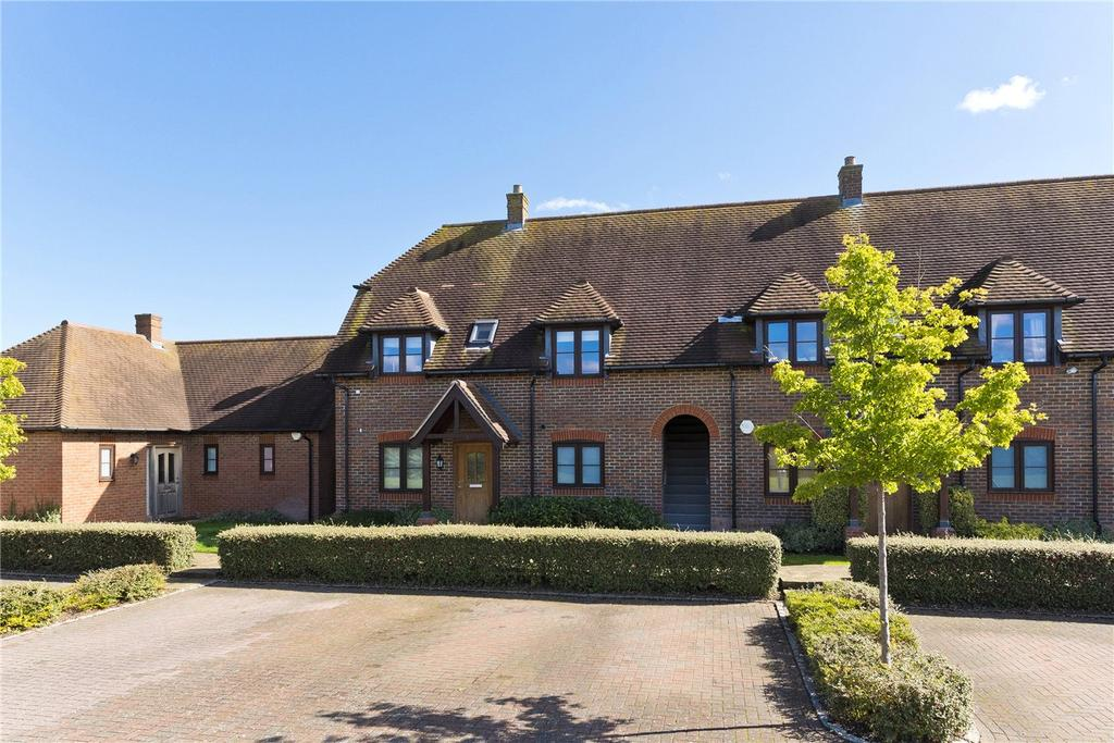 2 Bedrooms Flat for sale in Summer Close, Byfleet, West Byfleet, Surrey, KT14