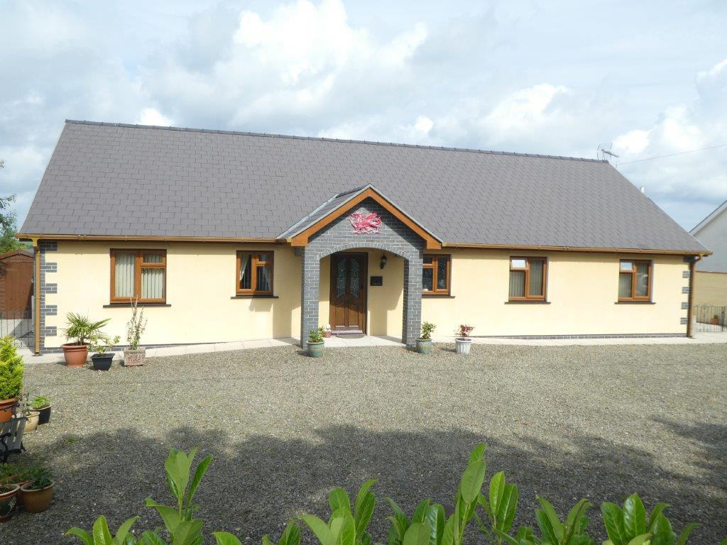 3 Bedrooms Bungalow for sale in Oakford, Llanarth