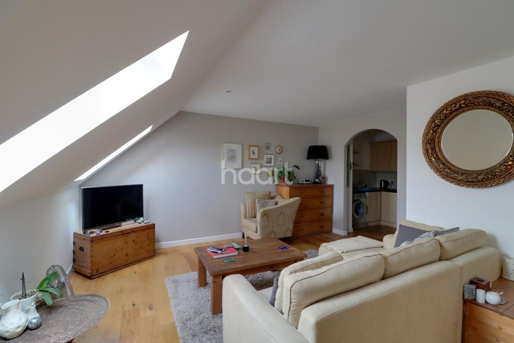 1 Bedroom Flat for sale in Old Maltings Approach, Melton