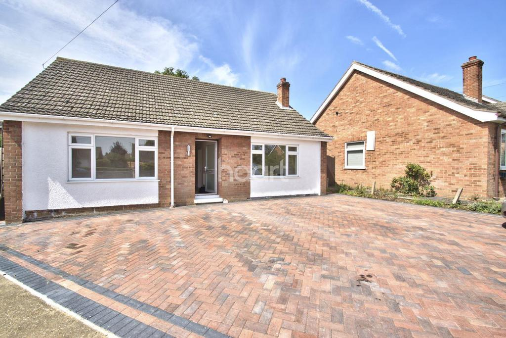 3 Bedrooms Bungalow for sale in Goldfinch Close, Huntingdon