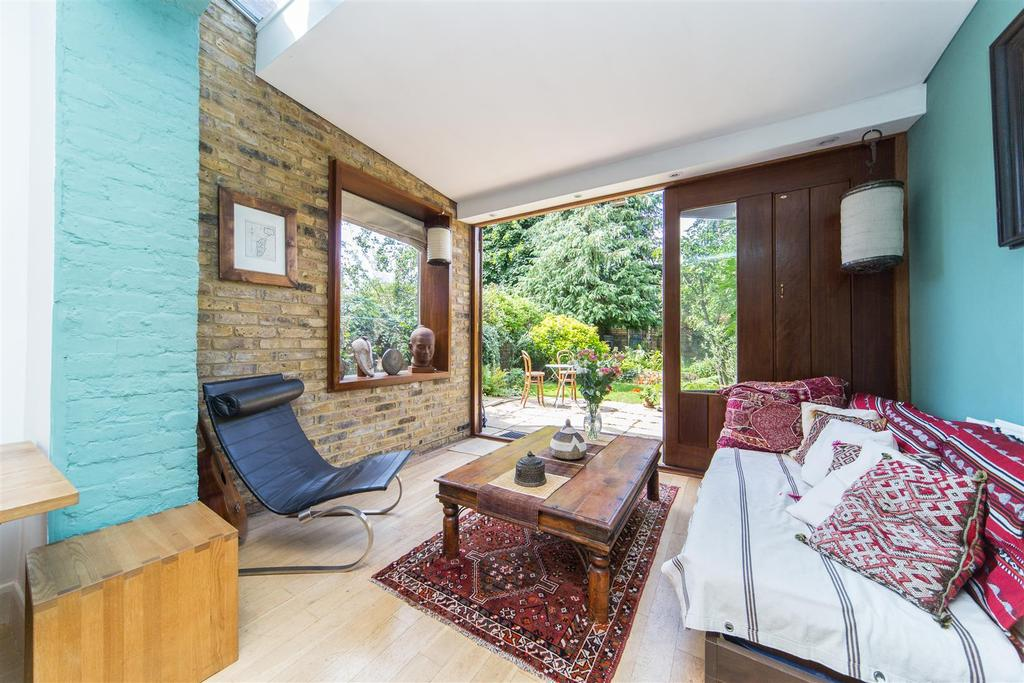 2 Bedrooms Maisonette Flat for sale in Rocks Lane, Barnes
