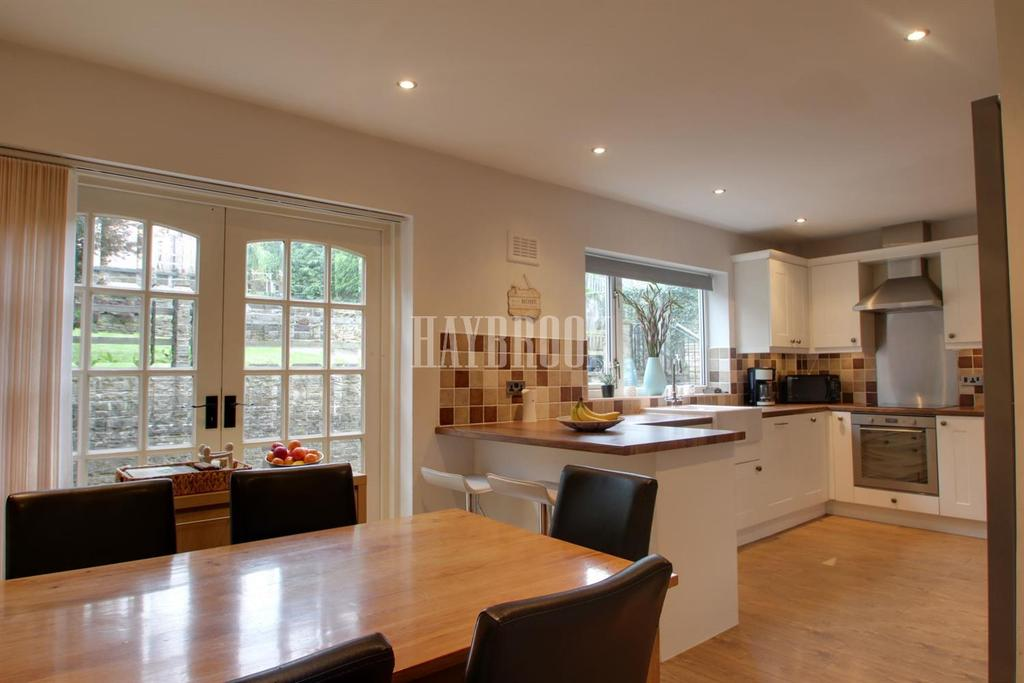 3 Bedrooms Semi Detached House for sale in Burncross Road, Chapeltown
