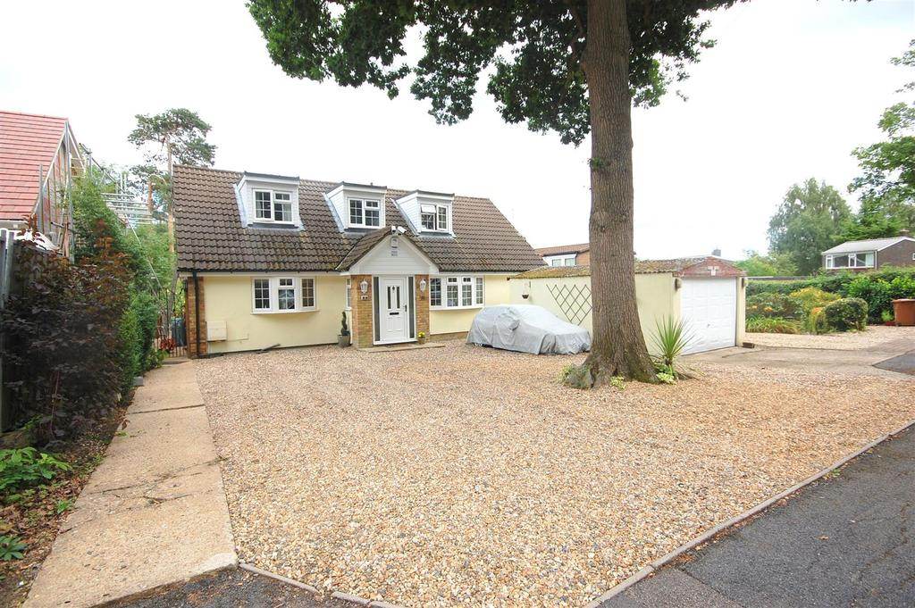 3 Bedrooms Chalet House for sale in Minster Close, Hatfield